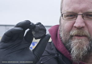 Andreas Gren and the found meteorite / Photo: S. Buhl and A. Gren