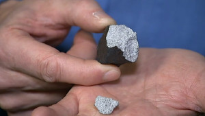Henning Haack presenting the fragments of the meteorite to the media on 7 February 2016 (image: dr.dk)