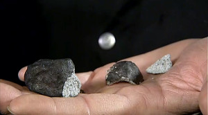 Henning Haack presenting the three fragments of the meteorite to the media on 7 February 2016 (image: tv2.dk)