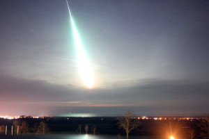 """Bolide photographed by the Kühlungsborn camera (54°07'00.6""""N 11°46'19.2""""E) of the Leibniz-Institute of Atmospheric Physics e.V. (IAP)/ photo credit: Dr. Gerd Baumgarten"""
